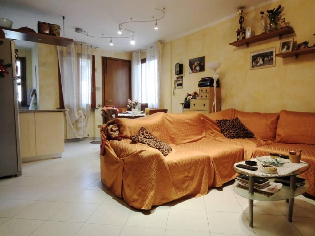 Appartamento in ottime condizioni in vendita Rif. 8998628