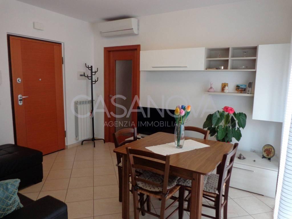 Appartamento in ottime condizioni in vendita Rif. 9013438