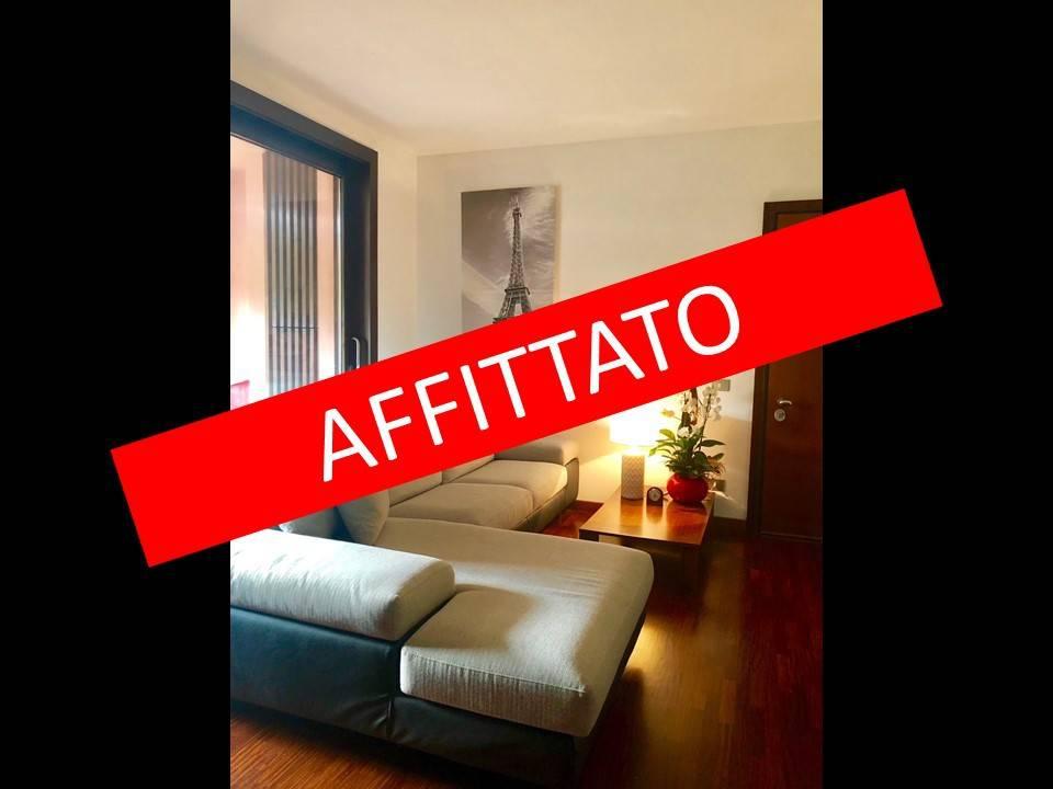 Appartamento in buone condizioni arredato in affitto Rif. 8441168