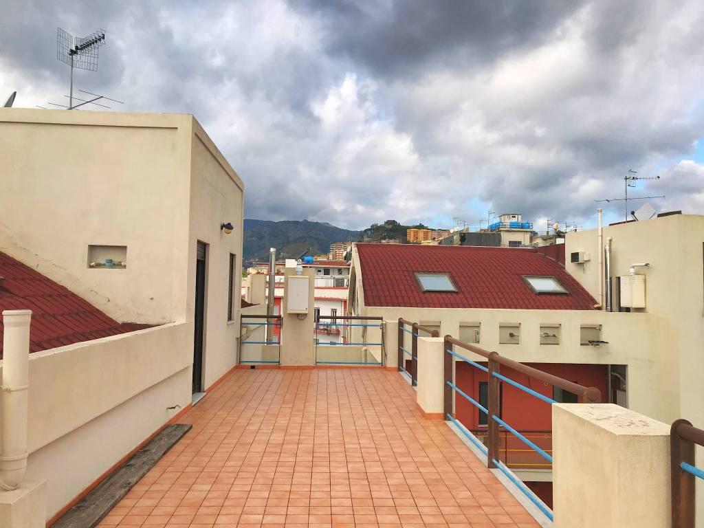 Immobile panoramico con ampi terrazzi in centro città