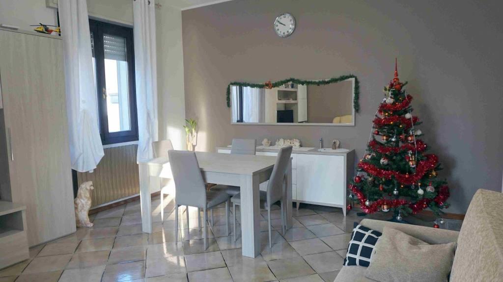 Appartamento in buone condizioni in vendita Rif. 9000572