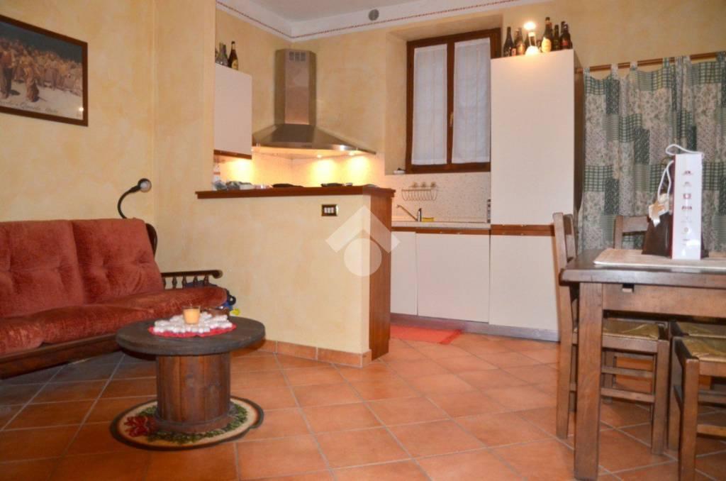 Appartamento in buone condizioni arredato in vendita Rif. 9197610