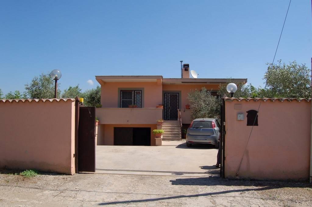 Casa Indipendente in buone condizioni in vendita Rif. 6838086
