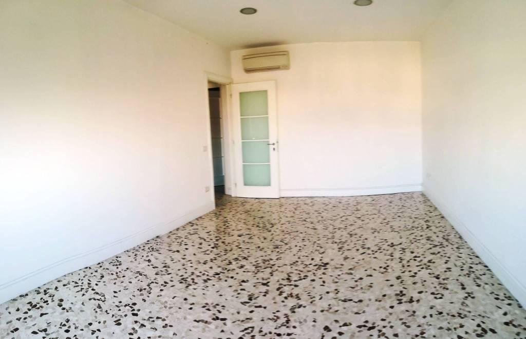 Appartamento in buone condizioni in vendita Rif. 9002069