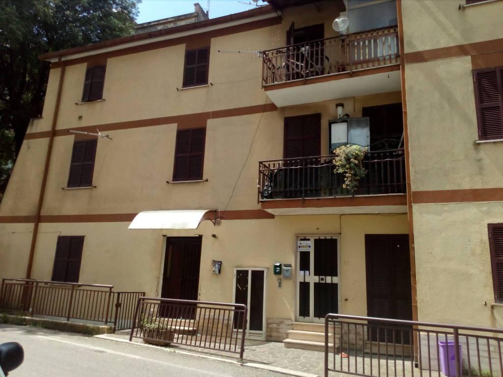 Appartamento in buone condizioni in vendita Rif. 8999332