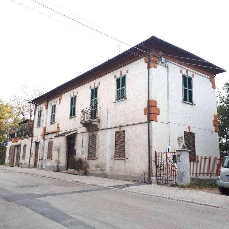 Appartamento da ristrutturare in vendita Rif. 8998772