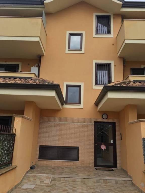 Appartamento parzialmente arredato in vendita Rif. 9001723