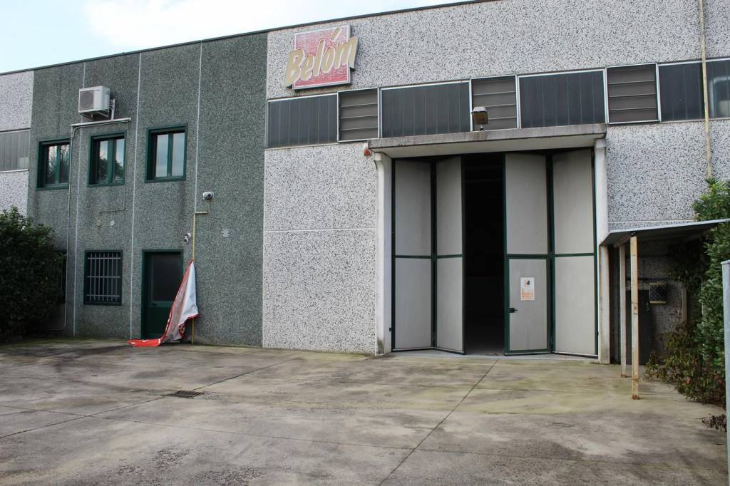 Capannone artigianale/industriale a Pianengo