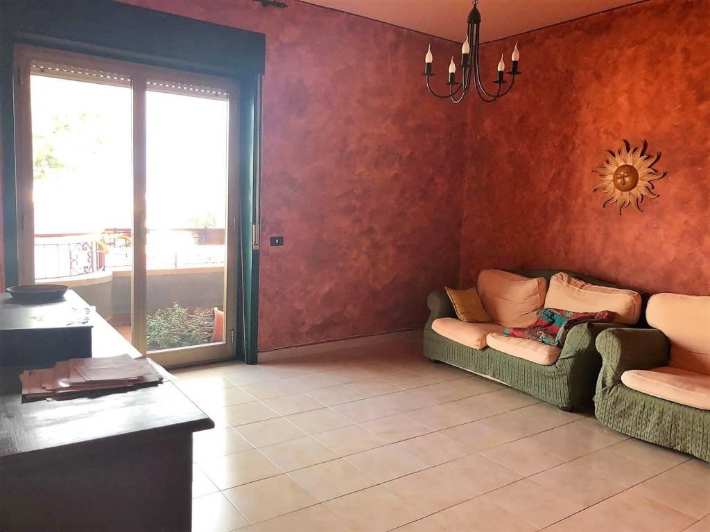 Appartamento in buone condizioni arredato in affitto Rif. 9001626