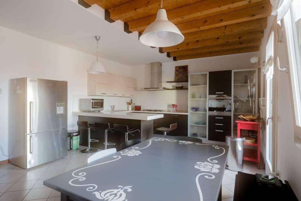Appartamento in ottime condizioni parzialmente arredato in vendita Rif. 9002295