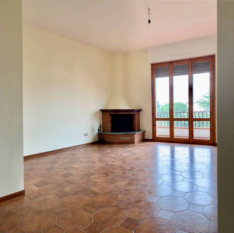 Appartamento in ottime condizioni parzialmente arredato in affitto Rif. 8187434
