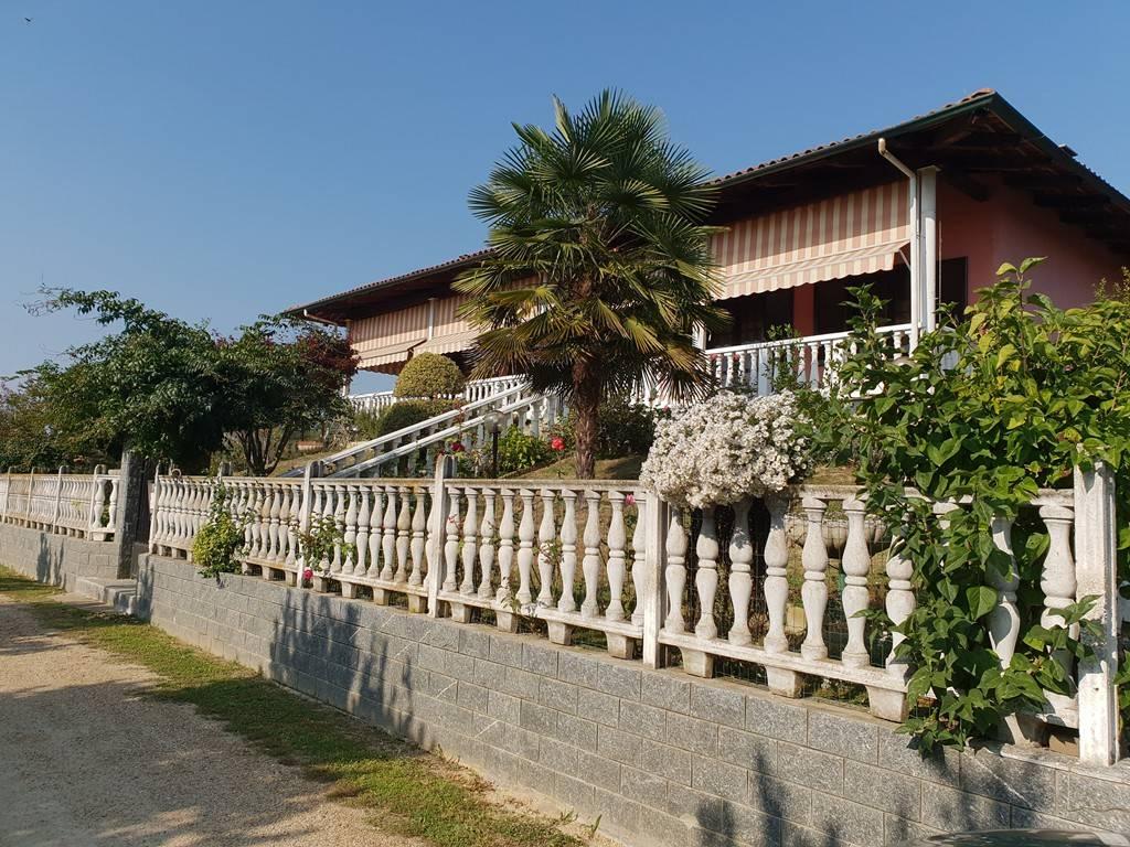 Villa in Vendita a Montà