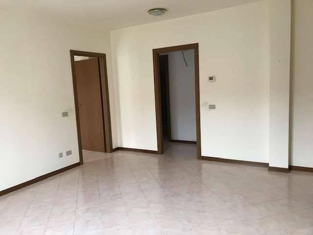 Appartamento in vendita a Cameri, 3 locali, prezzo € 155.000 | CambioCasa.it