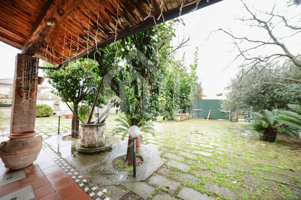 Villa in vendita a Roma, 8 locali, prezzo € 349.000 | CambioCasa.it