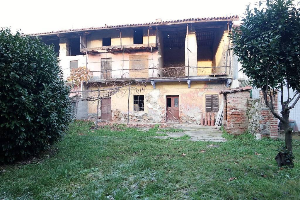 Foto 1 di Casa indipendente via Moncrivello 4, Maglione