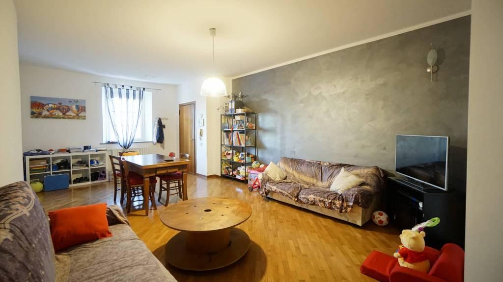 Appartamento in ottime condizioni parzialmente arredato in affitto Rif. 9014158