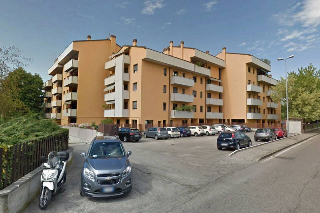 Appartamento in buone condizioni parzialmente arredato in affitto Rif. 9012367