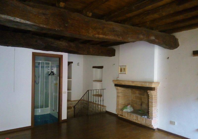 Appartamento in buone condizioni in affitto Rif. 9026610