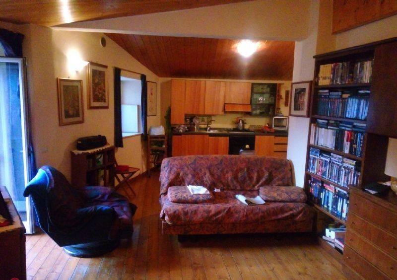 Appartamento in buone condizioni parzialmente arredato in affitto Rif. 9017008