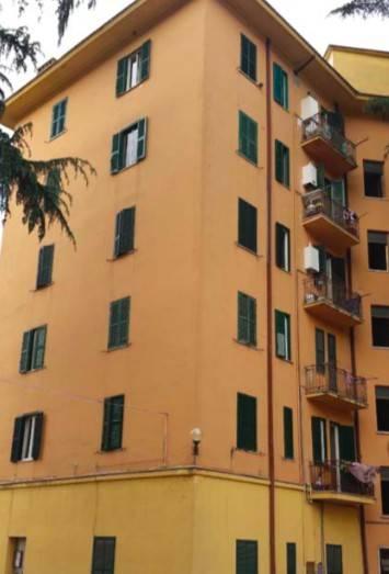 Appartamento in buone condizioni in vendita Rif. 9016368