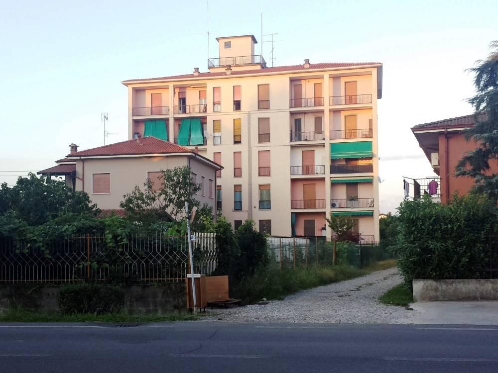 Appartamento in buone condizioni in vendita Rif. 9013355