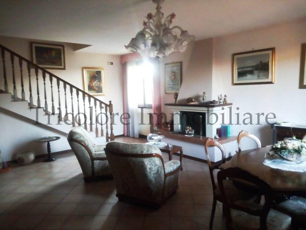 Villa in ottime condizioni parzialmente arredato in vendita Rif. 9014963