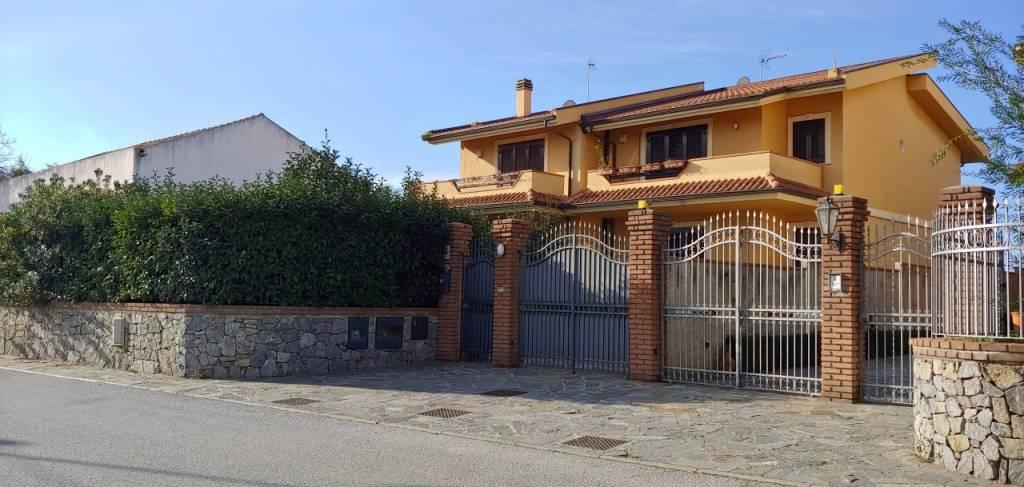 Villa in ottime condizioni in vendita Rif. 8935584