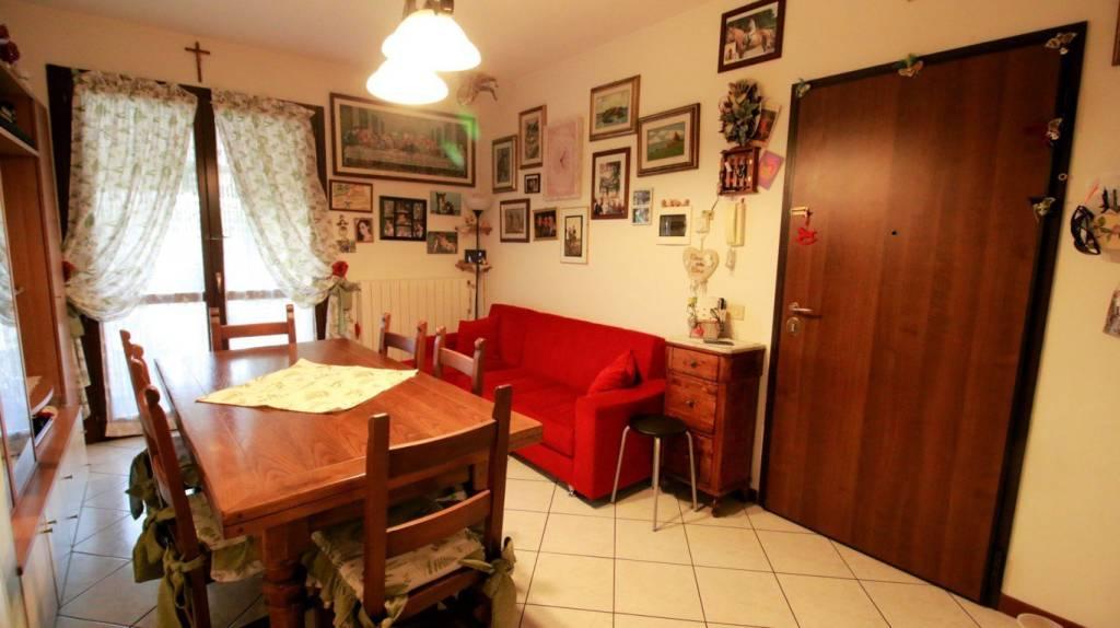 Appartamento in ottime condizioni parzialmente arredato in vendita Rif. 9014673