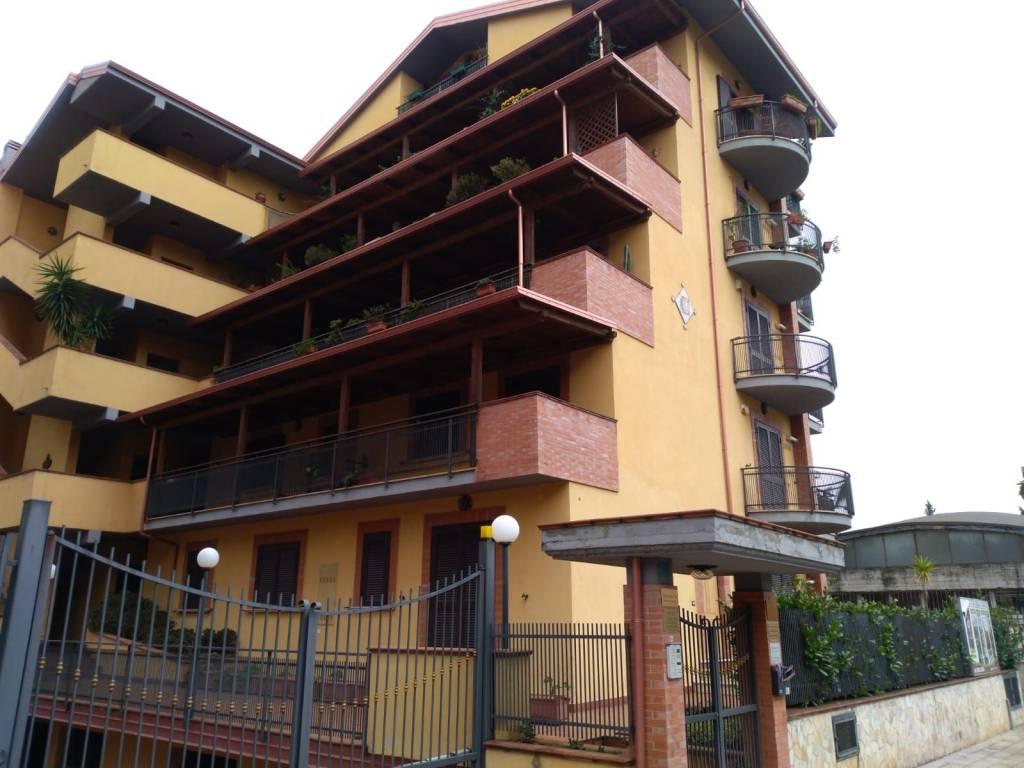 Appartamento in ottime condizioni arredato in affitto Rif. 9151210