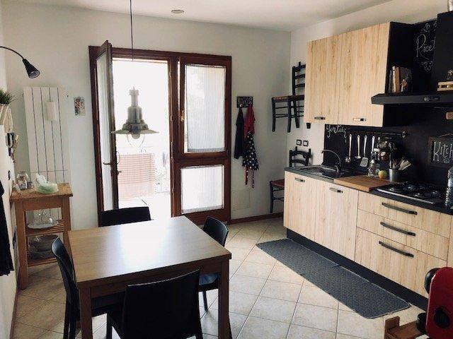 Appartamento in ottime condizioni in vendita Rif. 9151870