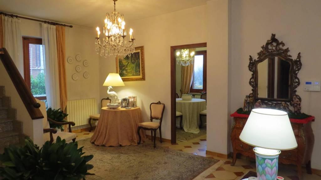 Villa in buone condizioni in vendita Rif. 9026130