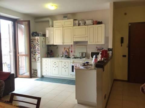 Appartamento in buone condizioni arredato in vendita Rif. 9025865
