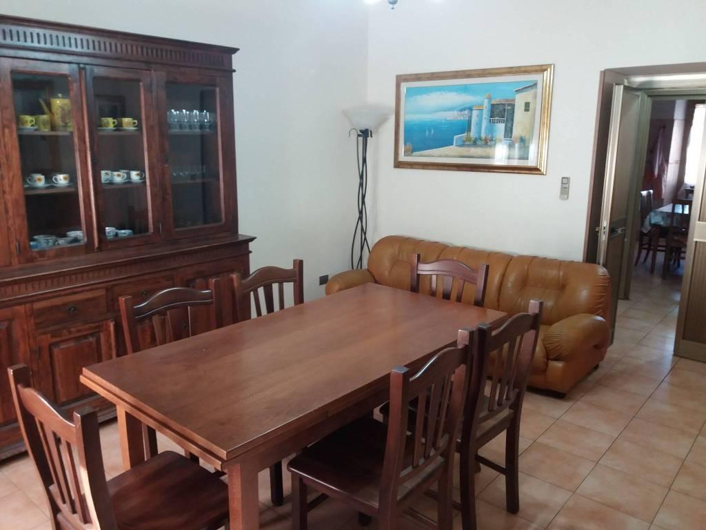 Appartamento in buone condizioni arredato in affitto Rif. 9025642
