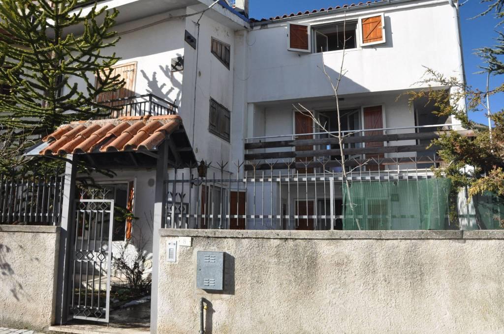 Appartamento in buone condizioni arredato in vendita Rif. 9025261