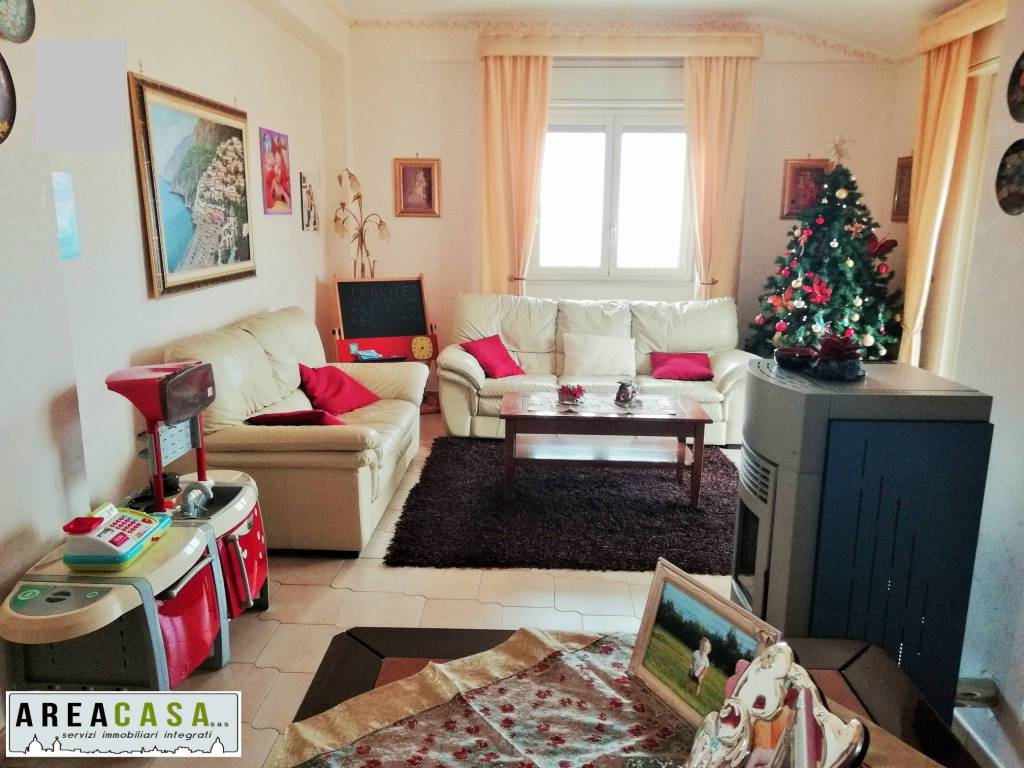 Appartamento in buone condizioni in vendita Rif. 9025876