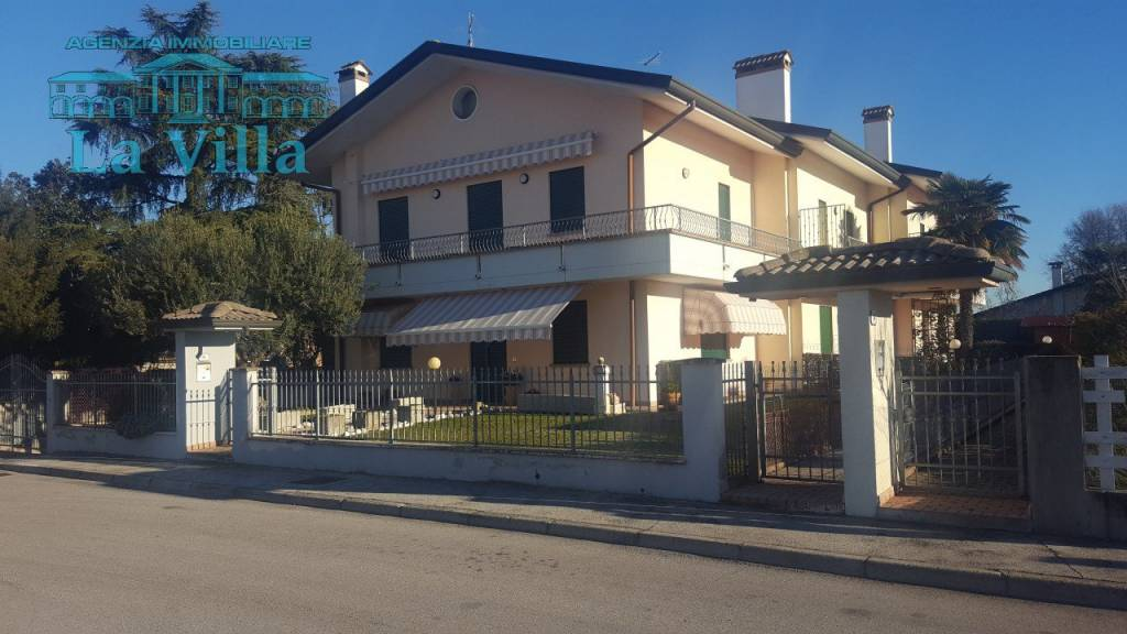Villetta a schiera in buone condizioni in vendita Rif. 9025572