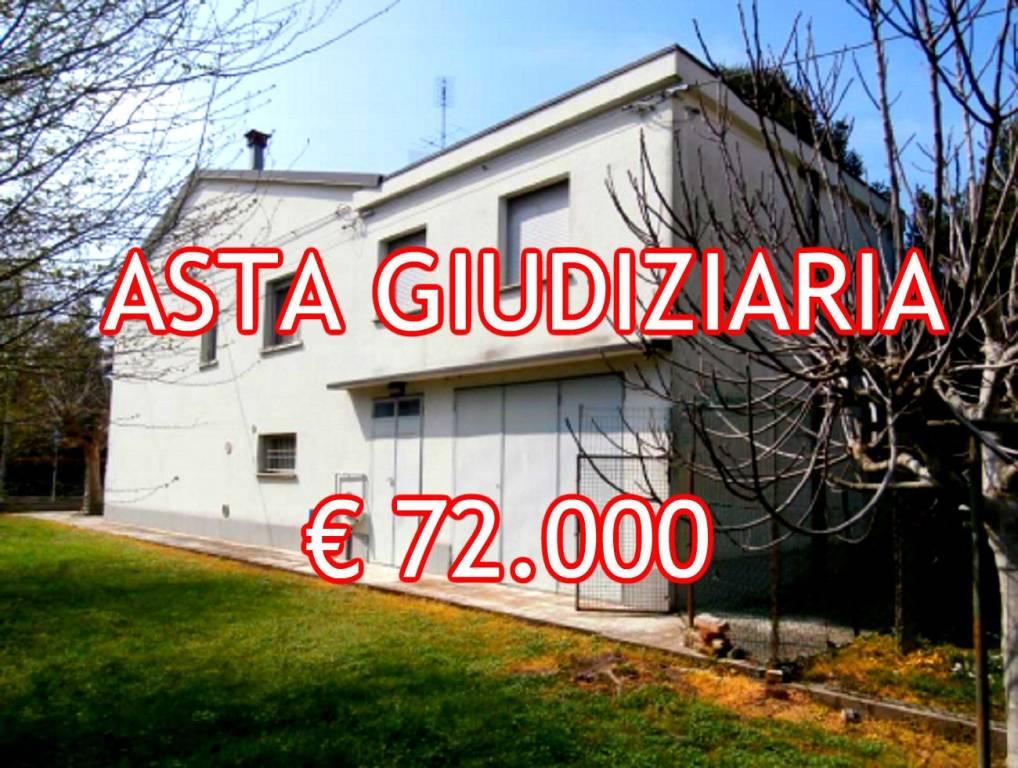 Appartamento in buone condizioni in vendita Rif. 9025525