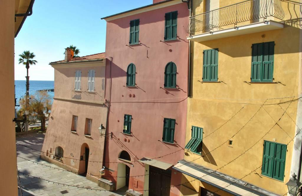 Appartamento in buone condizioni arredato in vendita Rif. 9142551