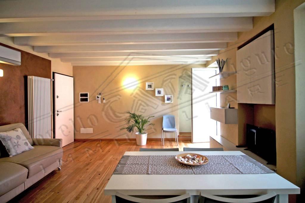 Appartamento in ottime condizioni arredato in vendita Rif. 9030271