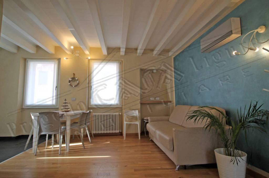 Appartamento in ottime condizioni arredato in vendita Rif. 9030272