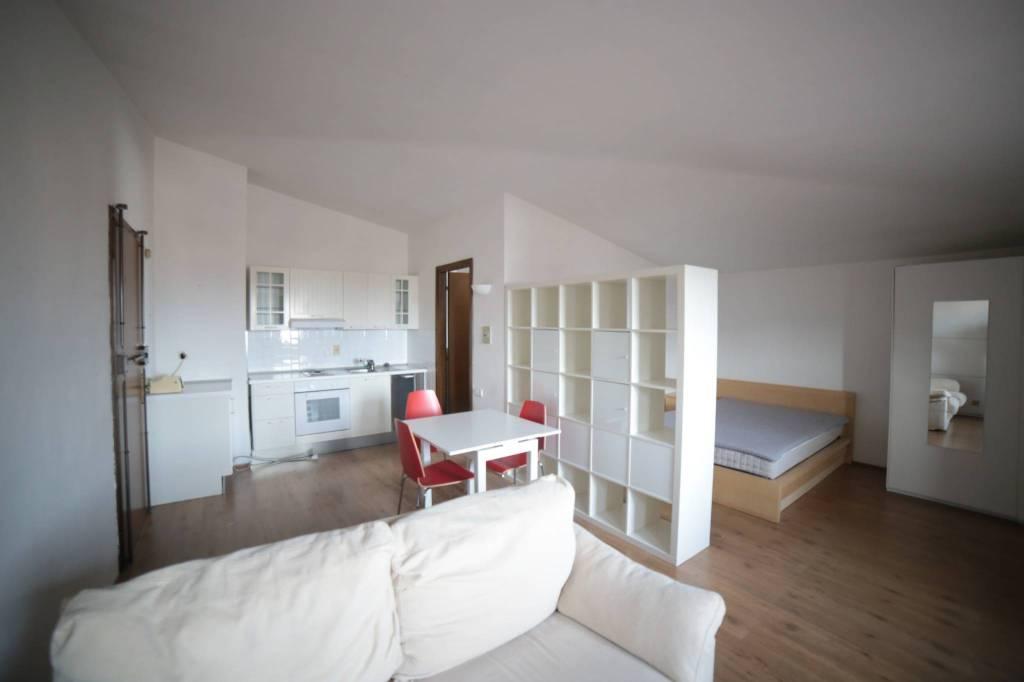 Appartamento in buone condizioni arredato in affitto Rif. 8204457