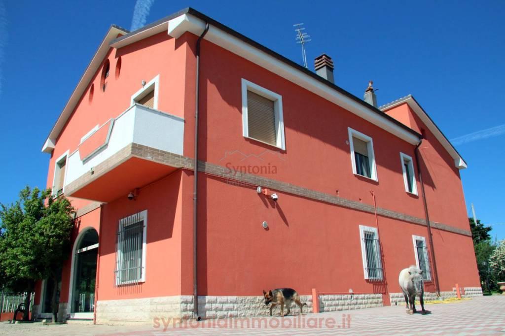 Villa in ottime condizioni parzialmente arredato in vendita Rif. 9036384