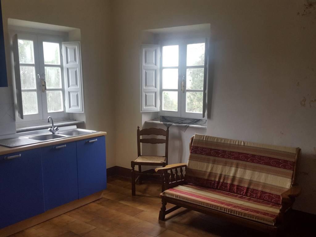 Appartamento in buone condizioni arredato in affitto Rif. 9036095