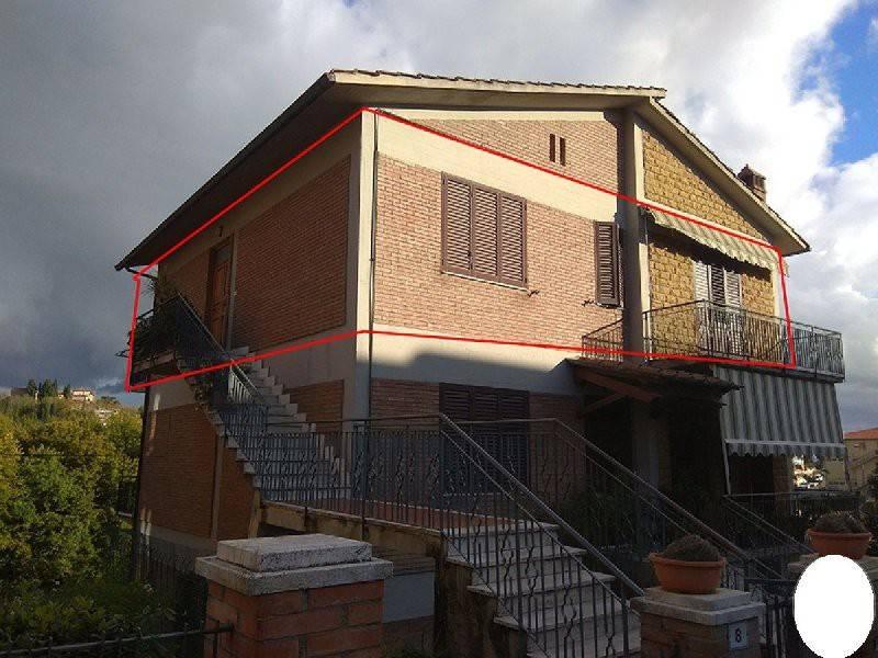 Appartamento in buone condizioni in vendita Rif. 9040799
