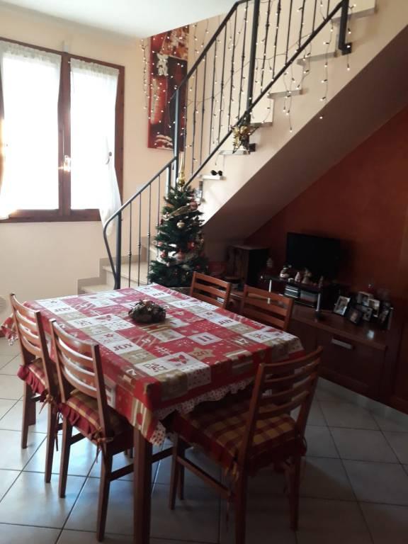 Appartamento in buone condizioni in vendita Rif. 9045392