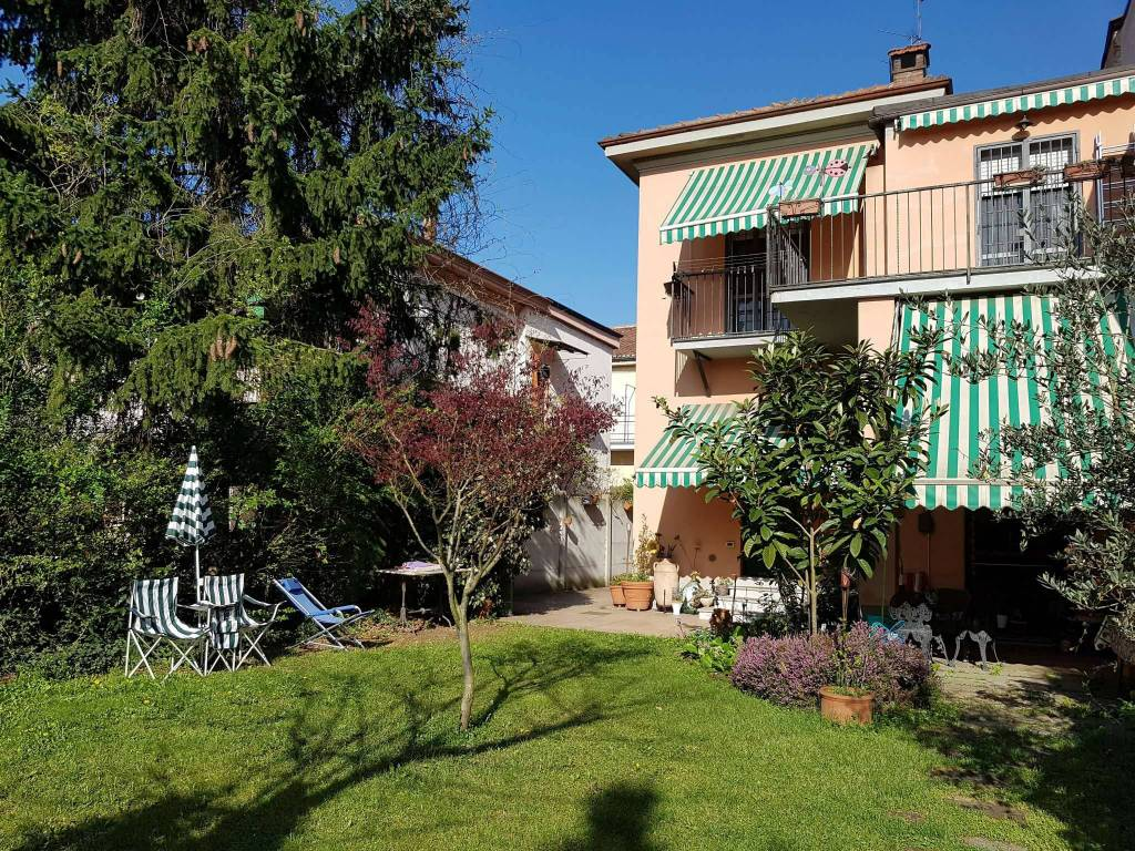 Villa in buone condizioni parzialmente arredato in vendita Rif. 9044934