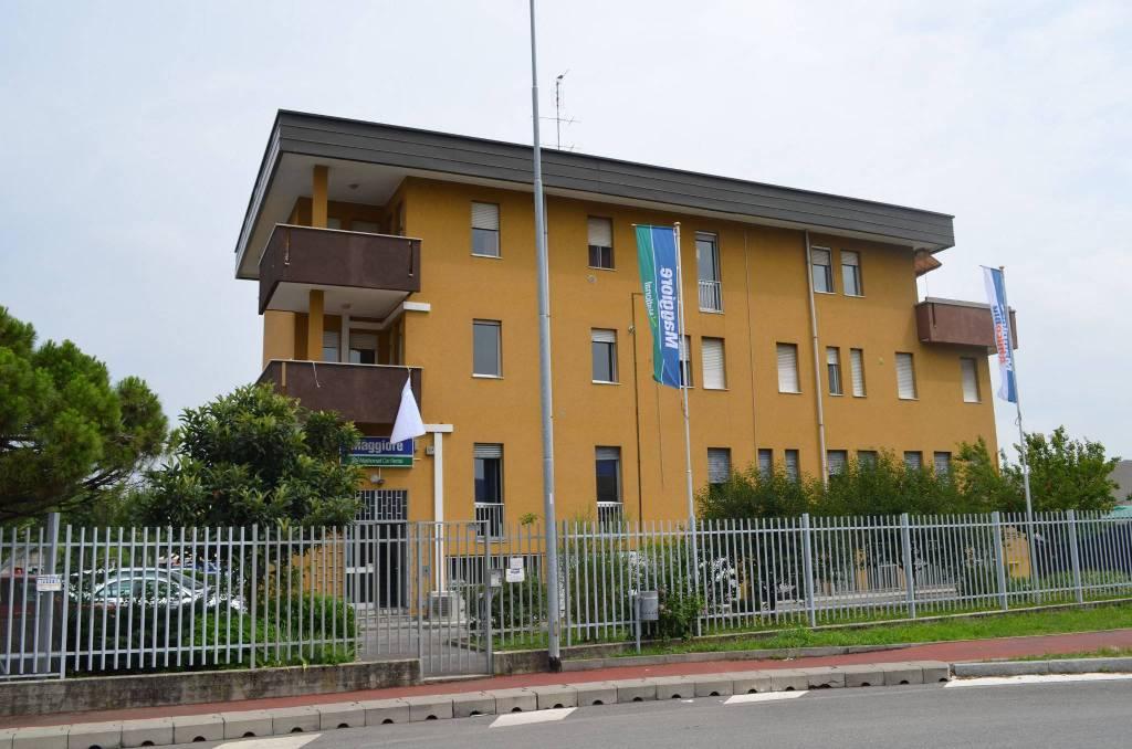 Appartamento in buone condizioni arredato in affitto Rif. 9045769