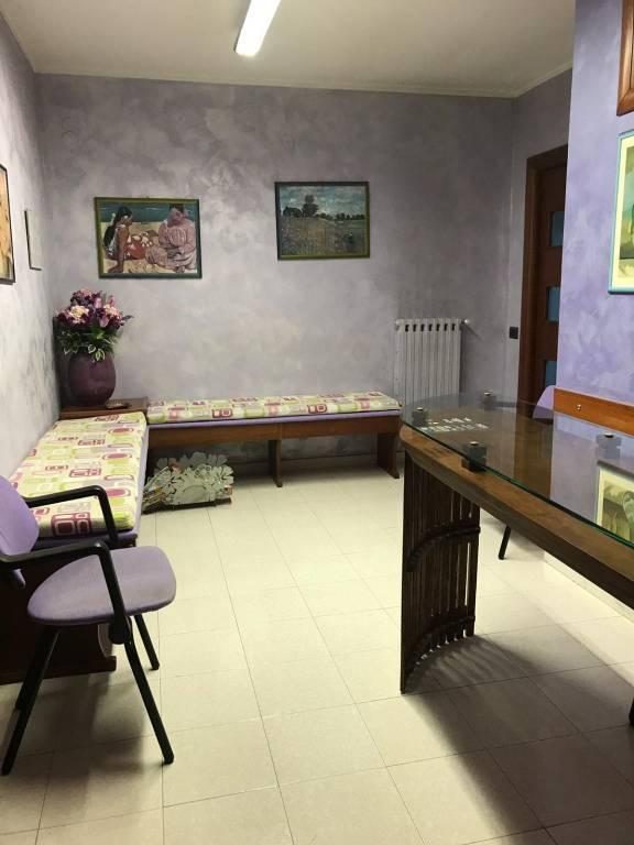 Ufficio / Studio in affitto a Pontecagnano Faiano, 3 locali, prezzo € 650 | CambioCasa.it