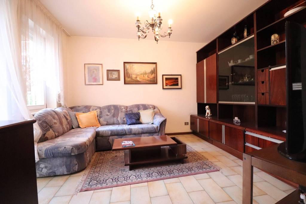 Appartamento in buone condizioni in vendita Rif. 9046154