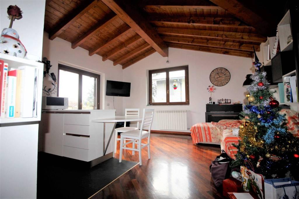 Appartamento in ottime condizioni in vendita Rif. 9045739